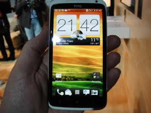 htc-one-x-lcd-scherm-300x225 HTC One X nu, of wachten op de Samsung Galaxy S3?