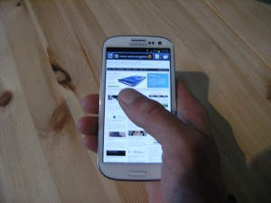 samsung-galaxy-s3-in-de-hand-300x225 Samsung Galaxy S3 Review