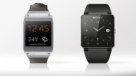 Links: Galaxy Gear Rechts: SmartWatch 2
