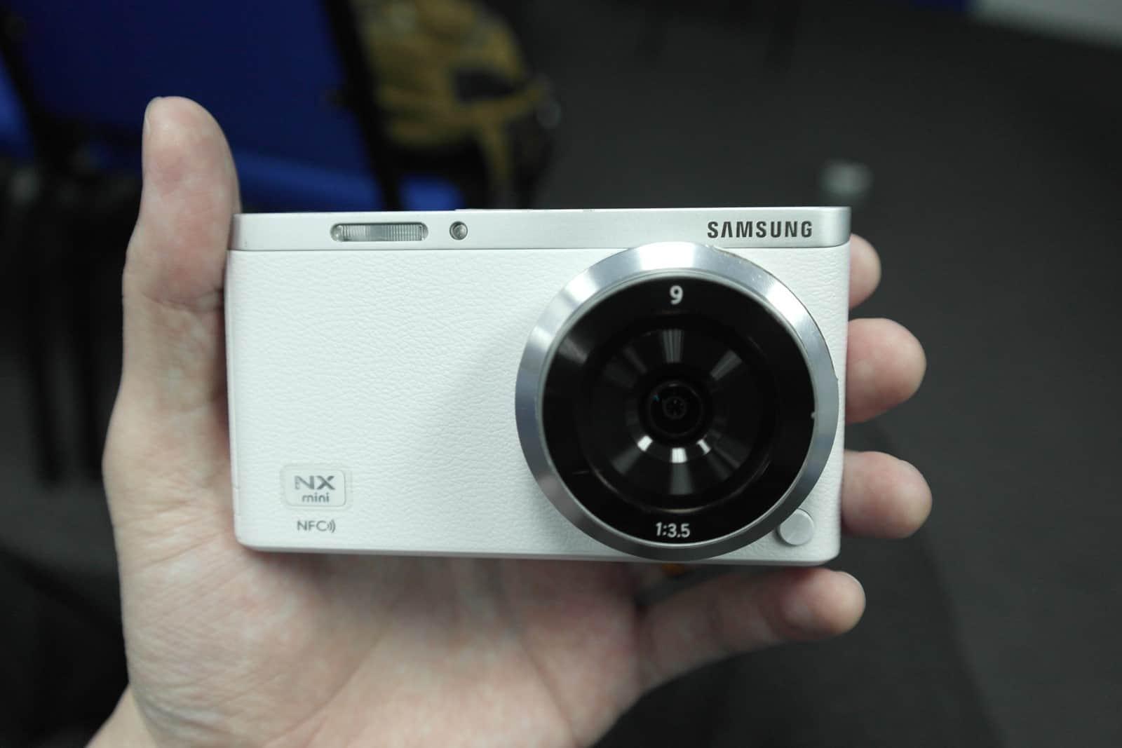 samsung-nx-mini-1