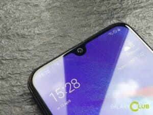 samsung galaxy a40 review design notch